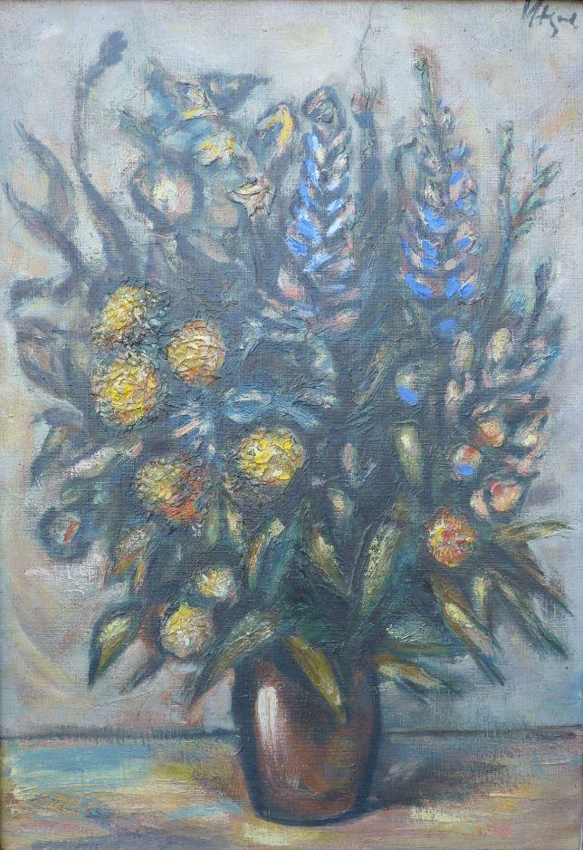 Květiny v hliněné váze